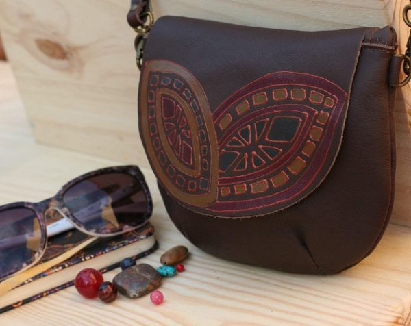 brown round bag geometric