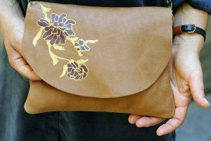 bag-tan-flowers