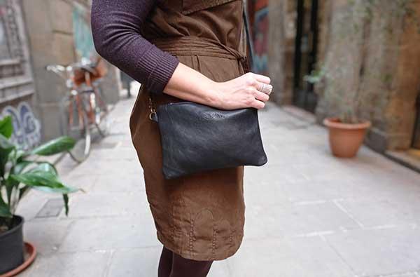 black leather bag zipper